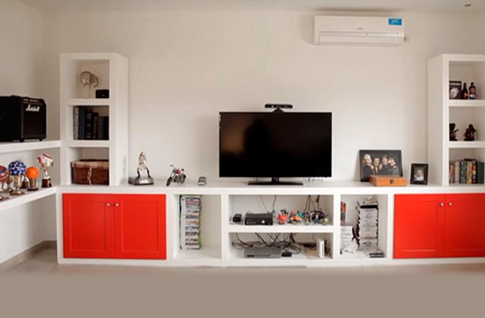 Muebles cajones estantes taparrollos y otras ideas para for Muebles organizadores para living